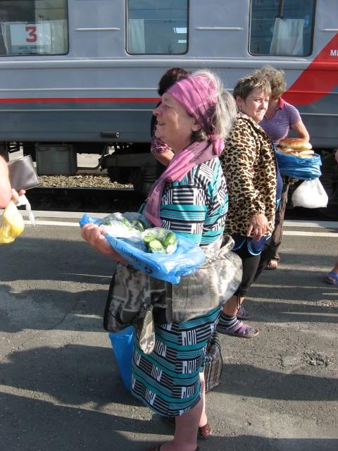 Eten op het station - Transsiberië Express - rondreis