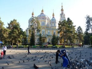 Panfilov park met Zenkov kathedraal (Medium)