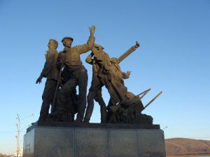 Komsomolsk na Amoer - standbeeld voor de eerste bouwers - Mevo Reizen