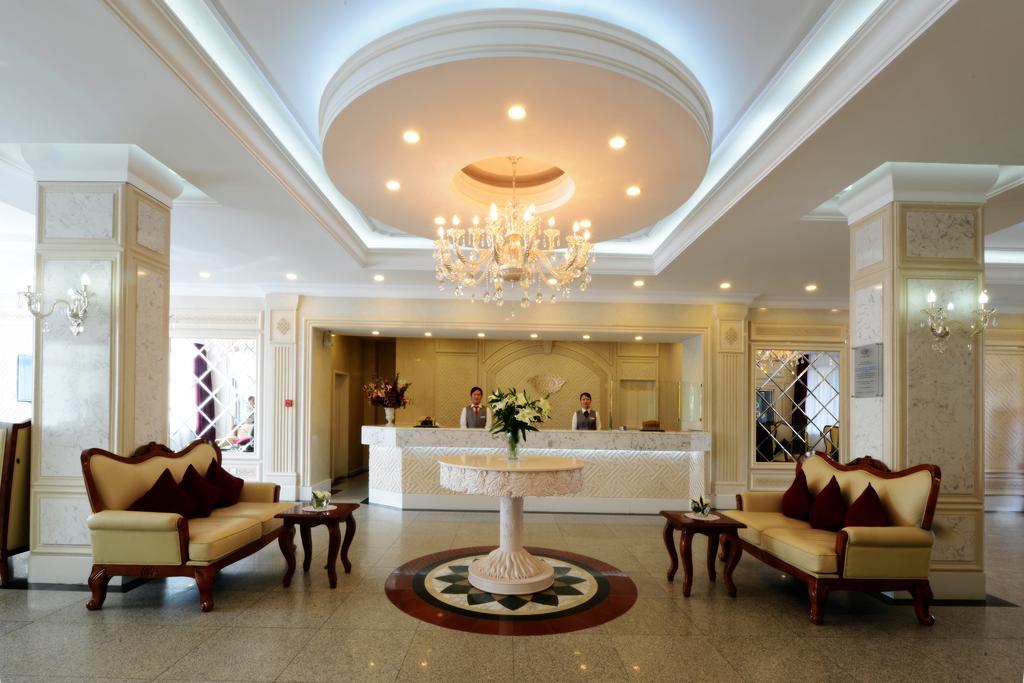 Bayangol Hotel ****